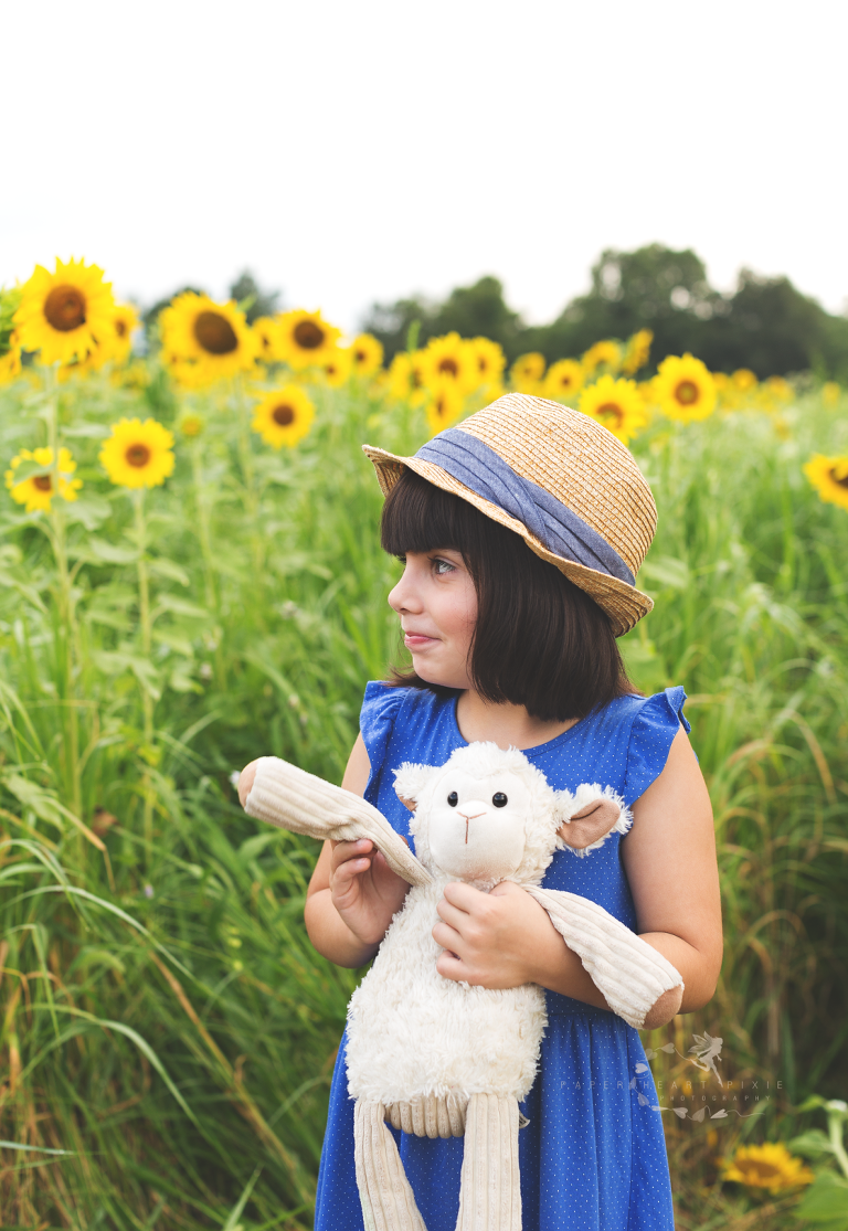 Cornwall-NY-Children's-Photographer-Near-Me-Sunflowers